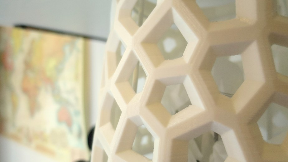 3D Printed Voronoi Lampshade
